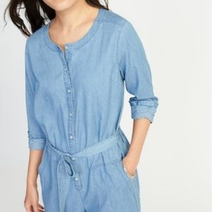 b8516d5df41 Old Navy Pants - Old Navy Chambray Jumpsuit sz M
